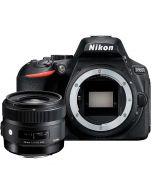 Nikon D5600 + Sigma 30mm f/1.4 A DC HSM -järjestelmäkamera
