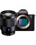 Sony A7 Mark III + Zeiss Vario Tessar T* FE 24-70mm f/4 ZA OSS -järjestelmäkamera