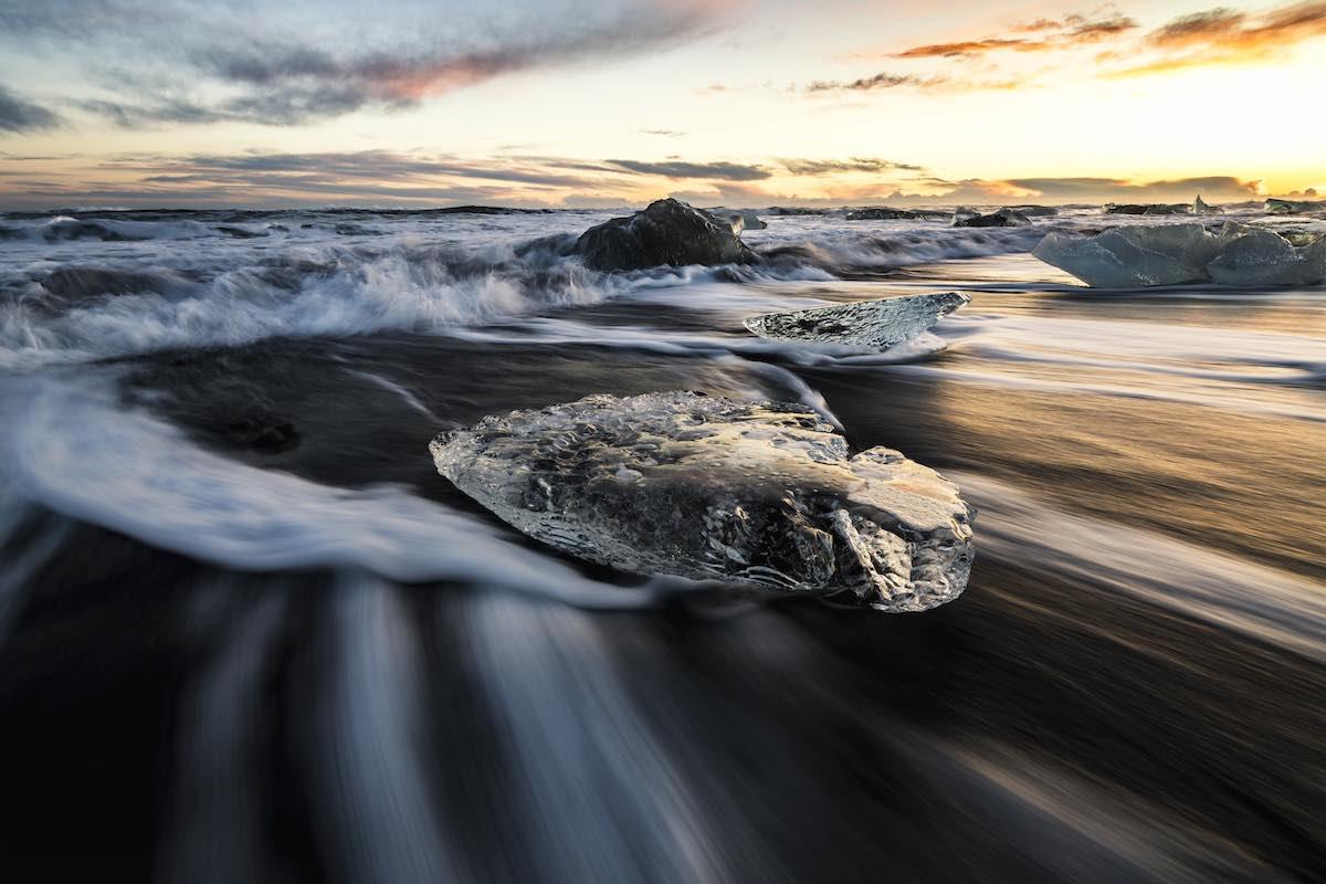 Jäänmurikka aaltojen syleilyssä, Jökulsárlón Glacial Lagoon - Camera: Nikon D850, Lens (mm): 16, ISO: 31, Aperture: 11, Shutter: 1/5, Other: Lee little stopper ND6 + Tripod